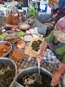 Köylü Pazarında Sıkma Yapan Kadınlar